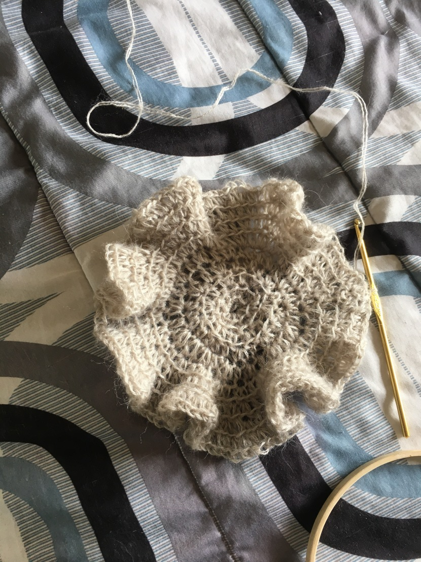 ruffled yarn circle