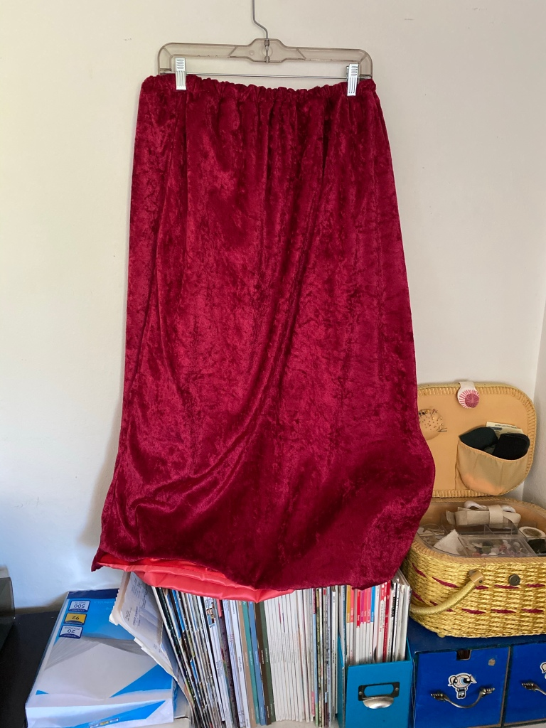 Unhemmed red elastic waistband velvet skirt